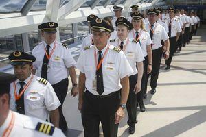 Tiếp viên, nhân viên bán vé cũng có thể thành phi công