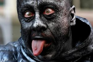 Kinh ngạc những bức tượng sống 'xâm chiếm' thị trấn của Bỉ