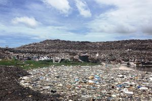 Cần Thơ thí điểm thu gom rác thải tự động trên sông