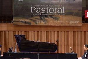 Thích thú với màn song tấu 'Bắc kim thang' của thần đồng piano