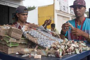 Người dân Venezuela vật lộn trong vòng xoáy lạm phát