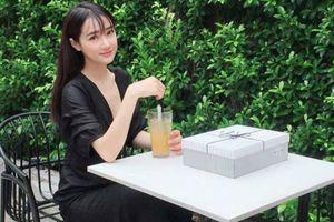 Tái hợp Trường Giang, Nhã Phương tái xuất showbiz với vẻ ngoài khác lạ sau 2 tháng 'mất tích' trên mạng xã hội