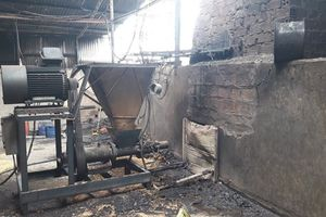 Cháy nhà xưởng hơn 350m2 thiêu rụi một xe tải, 2 máy ép trấu
