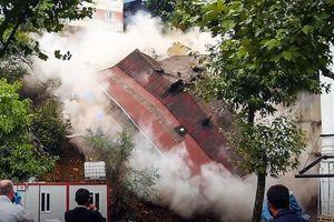 Kinh hoàng: Tòa nhà 4 tầng 'đổ sập' hoàn toàn trong nháy mắt