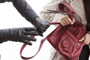 Cô gái 19 tuổi tông xe hạ 2 tên cướp giật ở TP.HCM