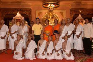 Đội bóng nhí Thái Lan xuống tóc xuất gia trong 9 ngày
