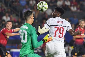 Mourinho và MU công khai 'lôi kéo' sao trẻ Milan để thắng trên loạt luân lưu