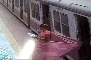 Áo mắc vào tàu hỏa, người phụ nữ thoát chết trong gang tấc