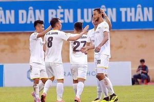 Bán kết Cúp QG: Tiến Dũng gây thất vọng cùng FLC Thanh Hóa, Hà Nội FC suýt thua