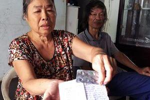 Bệnh nhân không được nhận thuốc, sổ vẫn ghi 'nhận đầy đủ'