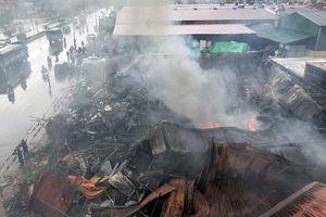 Tiểu thương chợ Gạo bật khóc nhìn hàng hóa chìm trong 'biển lửa'