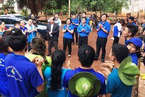 Bí thư Thứ nhất Trung ương Đoàn thăm và động viên chiến sĩ Mùa hè xanh