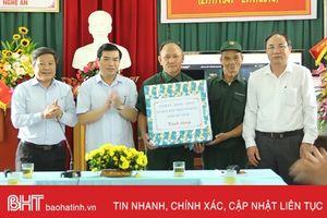 Lãnh đạo tỉnh Hà Tĩnh tặng quà thương, bệnh binh đang điều trị ở Nghệ An