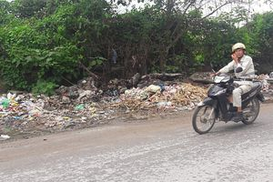 Phố Cương Kiên nhếch nhác vì rác thải đổ bừa bãi