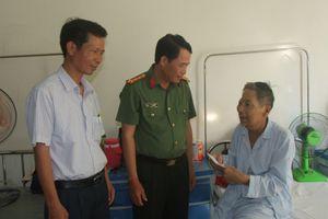 Công an tỉnh Thừa Thiên Huế thăm hỏi và tặng quà các gia đình chính sách