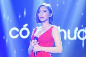 Clip: Tóc Tiên nghẹn ngào rưng lệ trên sân khấu live đầu tiên bản hit #CATENA