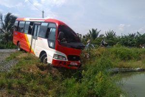 Ô tô khách va chạm xe đầu kéo, 3 người chết tại chỗ