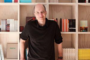 Bạn đọc trẻ Hà Nội nô nức tới nghe Alain de Botton tư vấn tình yêu