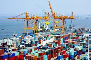 Hàng container qua cảng biển tăng gần 30 lần