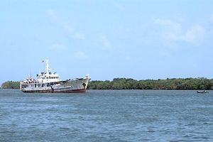 Cứu nạn 7 ngư dân bị chìm tàu trên biển