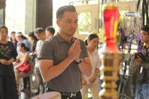 Đồng nghiệp nghẹn ngào trong lễ viếng nghệ sĩ ưu tú Thanh Hoàng
