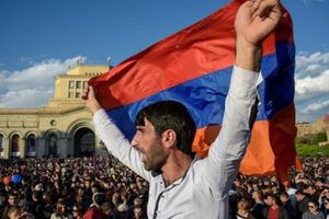 Cựu Tổng thống Armenia bị buộc tội tiếm quyền