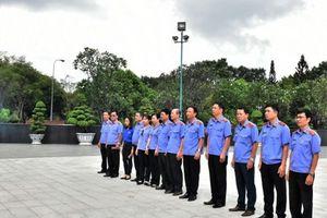 Viện cấp cao 3: Viếng Nghĩa trang Liệt sĩ Thành phố Hồ Chí Minh