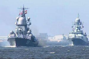 Chiến hạm Nga nườm nượp tiến về St.Petersburg