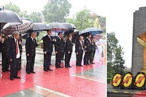 BẢN TIN TÌNH NGUYỆN: Cả nước thắp hương tưởng nhớ các anh hùng liệt sĩ