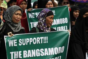 Tổng thống Philippines ký thông qua luật cho quân nổi dậy được tự trị