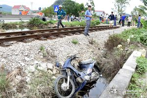 Người phụ nữ tử vong khi băng qua đường sắt