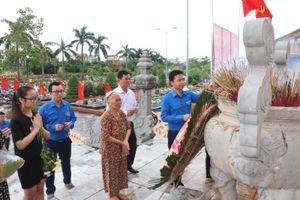 Đoàn Thanh niên viếng các liệt sỹ và thăm hỏi Mẹ Việt Nam Anh hùng tại Thái Bình
