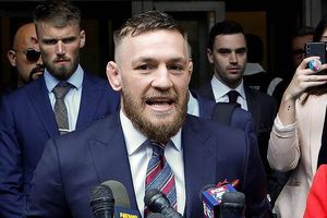 Sao UFC McGregor thoát tù tội