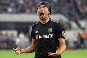 Siêu phẩm sút phạt của Lee Nguyễn vào lưới đội bóng của Ibrahimovic