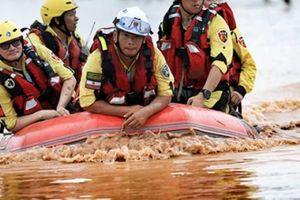 Trực thăng, cứu nạn tìm kiếm khẩn nạn nhân ở vùng lũ Attapeu