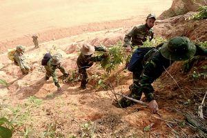 Cựu binh mũ sắt U70 tìm đồng đội trên đỉnh Chư Tan Kra