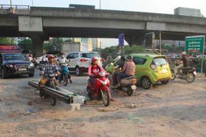Đường đầy 'ổ voi, ổ gà' ở Hà Nội hành dân 3 năm không ai xử lý