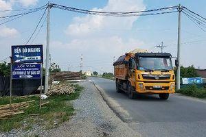 Hà Nội: Các tuyến đê 'oằn mình' chống đỡ xe quá tải