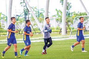 HLV Park 'đau đầu' với hàng tiền vệ