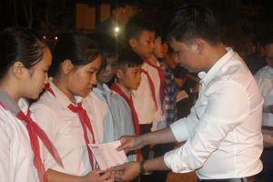Trao học bổng Nguyễn Thái Bình cho học sinh nghèo Hà Tĩnh
