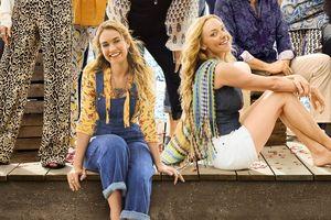 Lily James hát 'Mamma Mia' và vài cảnh trong phim cùng tên