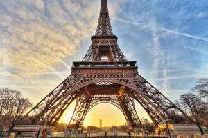 'Hẹn hò với Paris' tràn ngập tình yêu lãng mạn