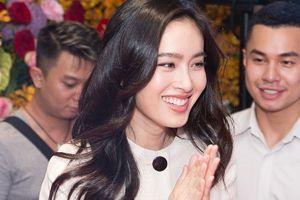 Hoa hậu chuyển giới Thái Lan diện đầm Công Trí rạng ngời ở Việt Nam