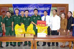 Biên phòng Kon Tum hỗ trợ người dân Lào sau sự cố vỡ đập thủy điện