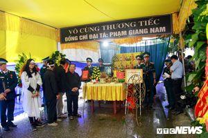 Máy bay rơi ở Nghệ An: Nghẹn ngào trước phút đưa di cốt liệt sĩ Giang Nam về đất mẹ