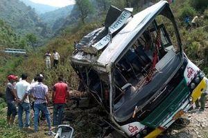 Tai nạn thảm khốc: Xe đi dã ngoại lao xuống vực sâu, 33 người thiệt mạng