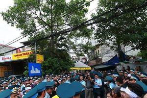 Hàng trăm người tới tiễn đưa Thượng tá Khuất Mạnh Trí về với đất Mẹ