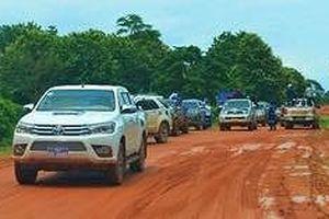 Xe cứu trợ tấp nập đến Lào chung tay khắc phục thảm họa vỡ đập