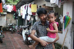Công nhân xóm trọ ở Hà Nội với nỗi lo con nhỏ
