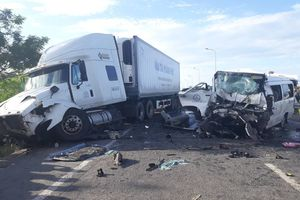 Vụ tai nạn 13 người chết ở Quảng Nam: Tài xế ô tô 16 chỗ là chủ xe, có bằng lái hạng D
